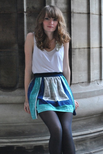 turquoise blue Pull &amp; Bear skirt - white Zara top