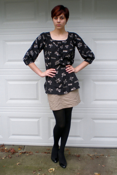 Lux blouse - Express skirt - HUE tights - shoes - earrings
