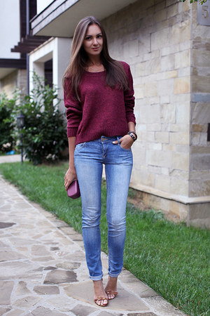 crimson H&M sweater - light blue pull&bear jeans - tawny Stradivarius heels