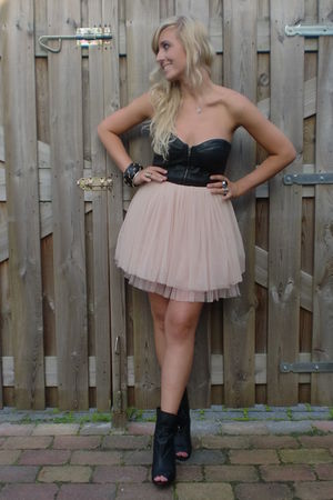 pink ballerina Lipsy skirt