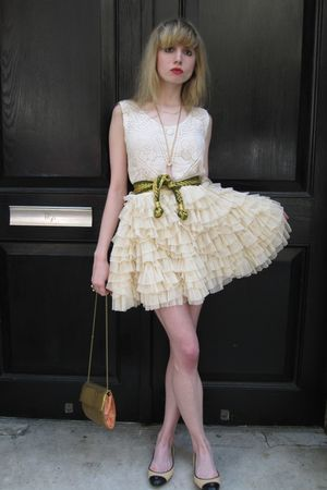 pink silk milly top - gold woven vintage belt - beige tulle D&G skirt