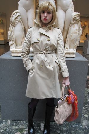 beige trench Valentino Red coat - black rubber Fendi boots