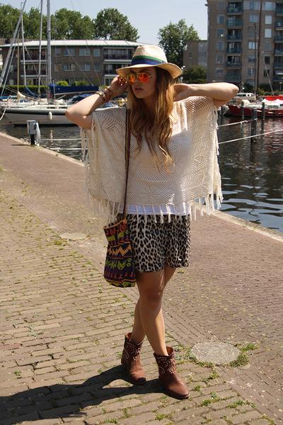 Object cape - Isabel Marant boots - Mirror Ray-Ban sunglasses