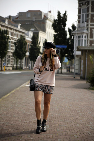 Notice sweater - SANDRO boots - H&M hat - Notice shorts