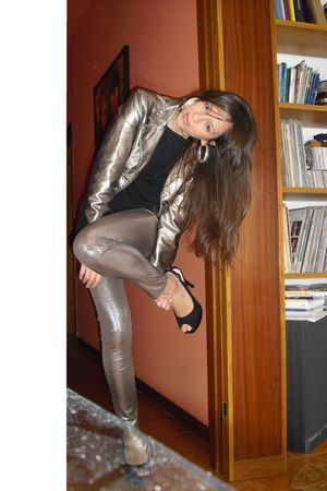 black Bruno Magli shoes - silver Calzedonia leggings - black intimissimi t-shirt