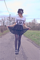 white H&amp;M t-shirt - black H&amp;M skirt - black Zara shoes - vintage scarf