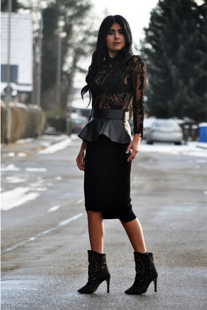 black studded Zara boots - black peplum Zara belt - black pencil H&amp;M Trend skirt