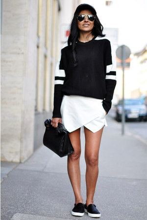black sporty Zara sweater - black lunch Zara bag - white Zara shorts