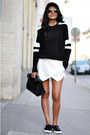 Black-sporty-zara-sweater-black-lunch-zara-bag-white-zara-shorts