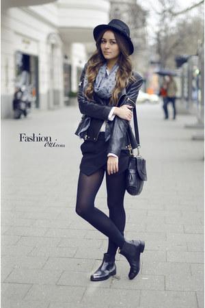 black chelsea Melvin & Hamilton boots - silver Louis Vuitton scarf