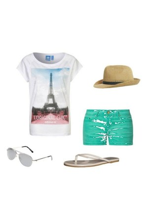 Adidas Originals t-shirt - Even&Odd shorts - flip-flops Tkees sandals