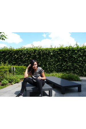 black Avance Shoes sunglasses - gray H&M shirt - black Puma sneakers