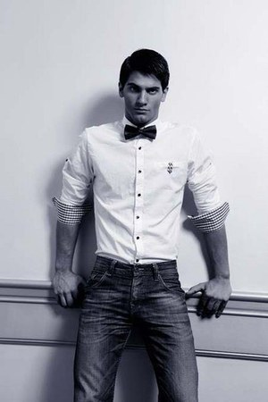 bow tie tie - jeans - white shirt