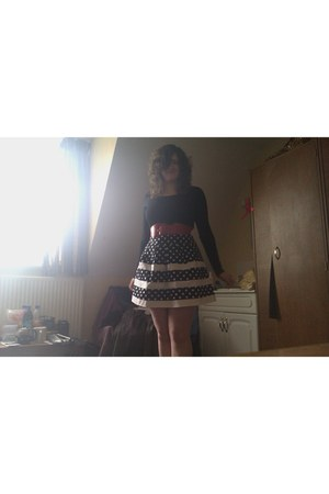 black polka dot Primark skirt - black asos top - red Primark belt