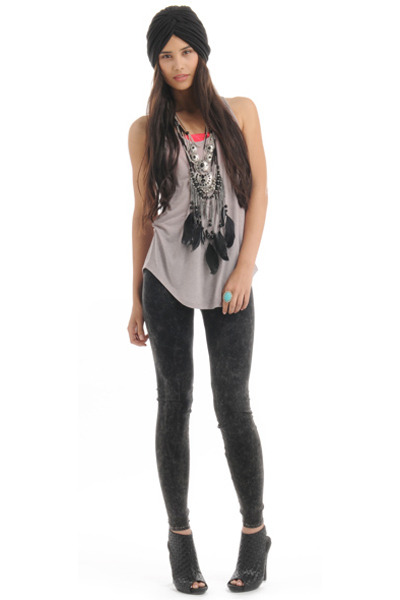 black Forever 21 leggings - beige Forever 21 top - black Forever 21 shoes - blac