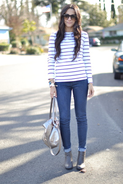 white navy striped H&amp;M top - navy snakeprint J Brand jeans