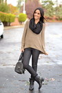 Black-chain-accent-bcbg-boots-black-skinny-jeans-rich-skinny-jeans
