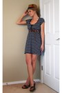 Navy-striped-xhileration-dress-camel-straw-fedora-forever-21-hat-brown-wood-