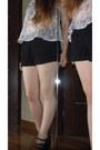 Black-h-m-shorts-white-pull-bear-t-shirt-black-marypaz-heels