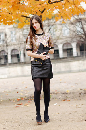 gold brocade Marni top - black leather Claudie Pierlot skirt
