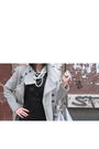 Black-yel-dress-silver-zara-coat-silver-calliope-accessories-silver-stradi