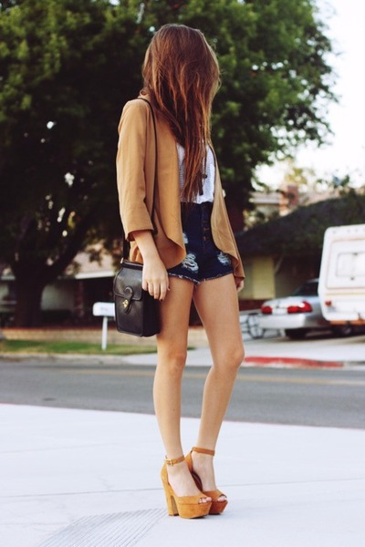 Camel-blazer-dark-brown-bag-navy-shorts-white-top-camel-heels_400