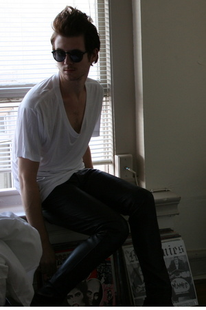 American Apparel t-shirt - H&amp;M sunglasses - Vintage Gap pants
