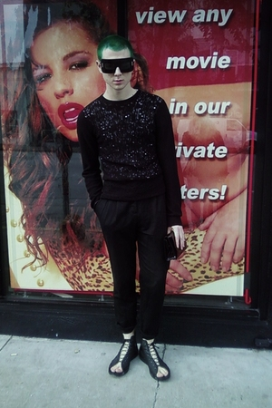 black Marc Jacobs sunglasses - black H&M sweater - black H&M pants - black secon