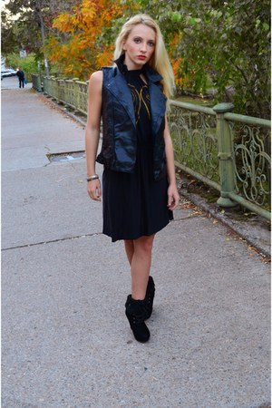 black Raluca Burtea dress - black Zara vest