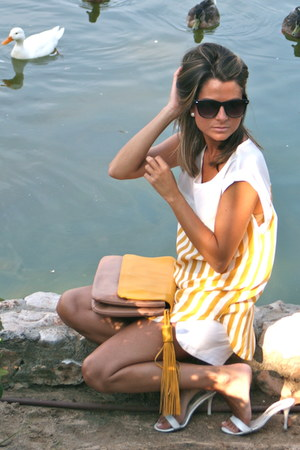 kling blouse - Zara bag - Zara shorts - Pilar Burgos sandals - Mango glasses