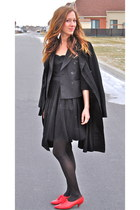 red vintage shoes - black H&M dress - black vintage blazer - black Majora coat -
