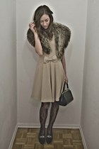 black vintage shoes - beige bow ornement Zara dress - black vintage bag - tan fu