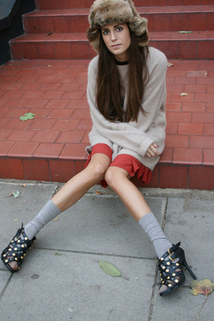 TopShop Unique sweater - vintage hat - Primark shoes