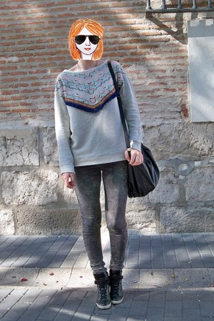 heather gray suiteblanco sweater - gray Bershka jeans - black suiteblanco bag