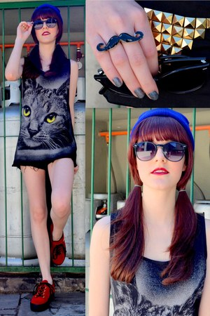 dark gray cat print c&a top