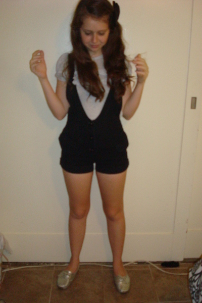 Barneys blouse - Betsey Johnson shorts - Urban Outfitters shoes - Claires access