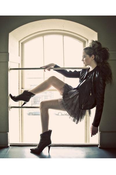 beige H&M skirt - brown michael antonio boots - brown thrifted jacket