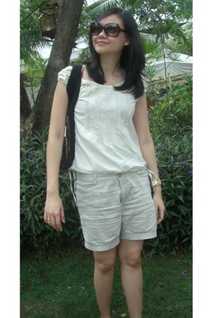 dark khaki unbranded shorts - dark brown unbranded sunglasses - beige unbranded