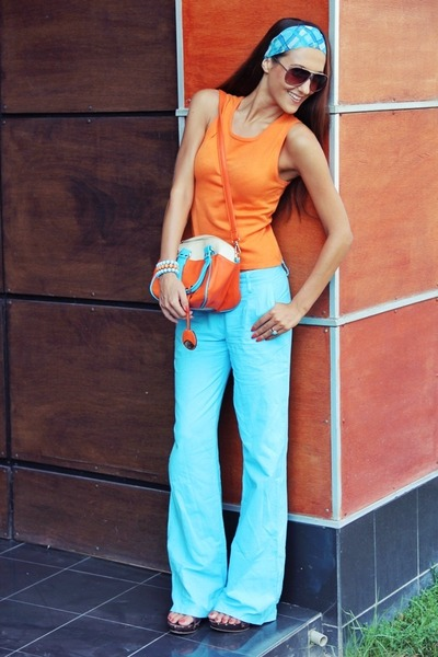 orange knitted top - sky blue headband scarf - leather bag purse