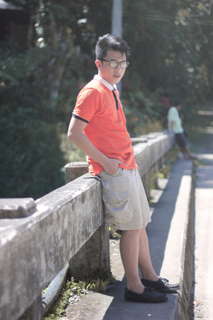 carrot orange Regatta shirt - black sperry shoes - nude H&M shorts
