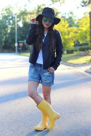 sky blue boyfriend Forever 21 shorts - yellow Hunter boots