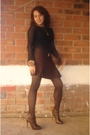 Black-top-brown-skirt-black-belt-brown-tights-brown-boots-gold-accesso