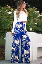 blue HAUTE & REBELLIOUS top - white HAUTE & REBELLIOUS pants