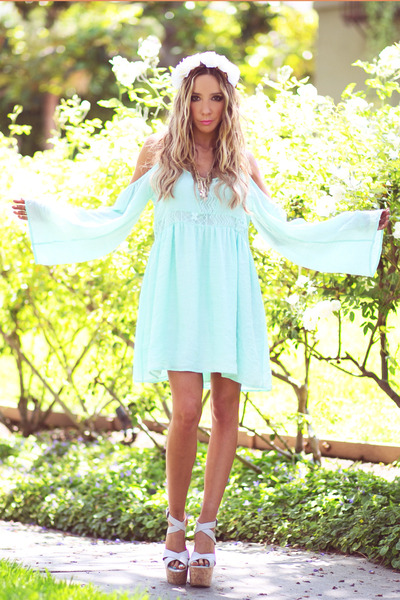 white HAUTE & REBELLIOUS hair accessory - aquamarine HAUTE & REBELLIOUS dress