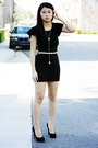 Black-shoes-black-dress-beige-belt-silver-necklace