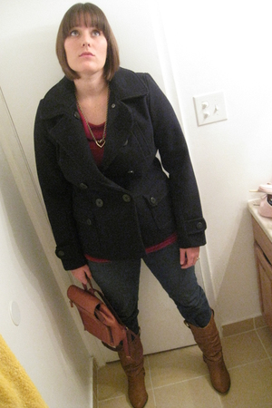 brown boots - blue Levi jeans - gold vintage necklace - blue American Eagle coat