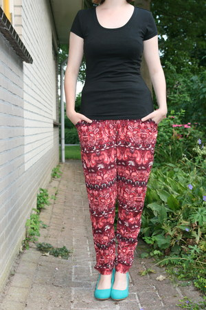 black black t-shirt Takko fashion t-shirt - red pyjama pants C & A pants