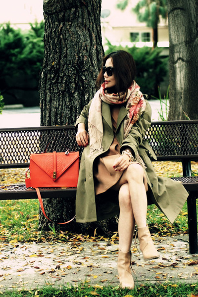 vintage scarf - acne boots - trench APC coat