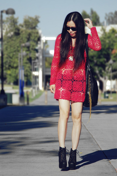Hot-pink-crochet-topshop-dress-black-ccskye-bag_400