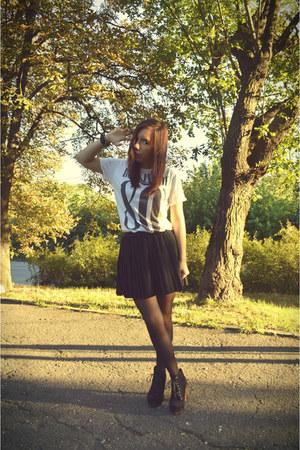 ivory Zara t-shirt - black H&M skirt